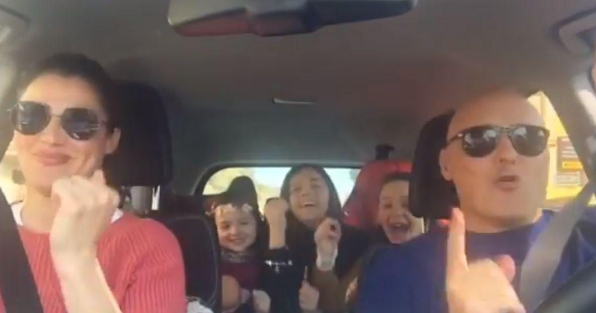 Luisa Ranieri e Luca Zingaretti: il video in cui ballano Rolls Royce fa scatenare le figlie