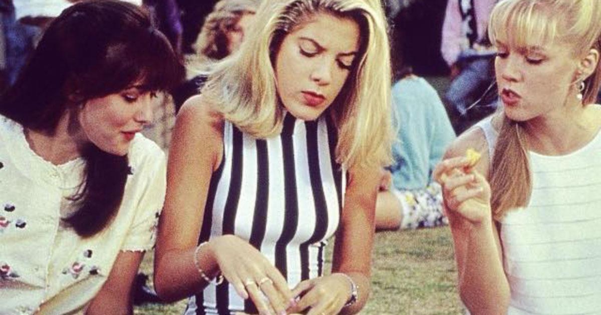 Beverly Hills 90210: la nuova foto di Kelly e Donna fa impazzire i fan