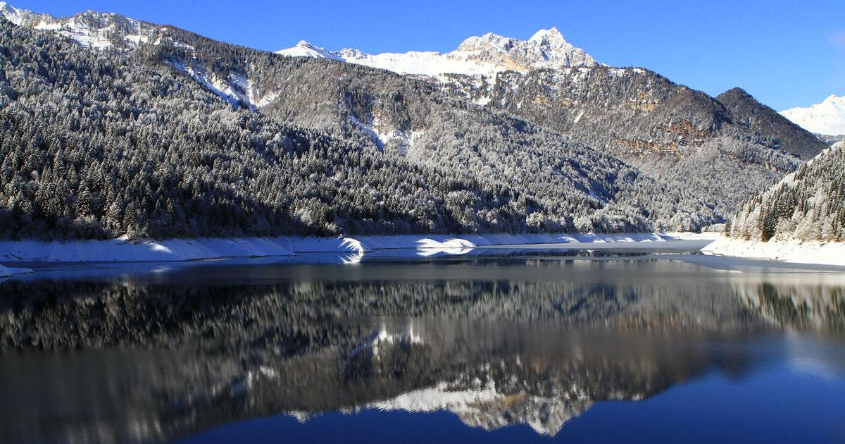 Tolta l'acqua dal lago di Sauris: ecco cosa c'era sotto