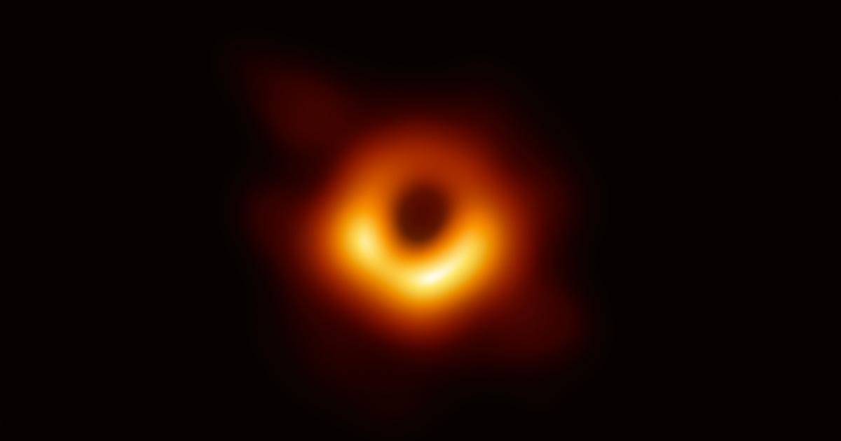 Ora sappiamo com'è un buco nero: le prime immagini