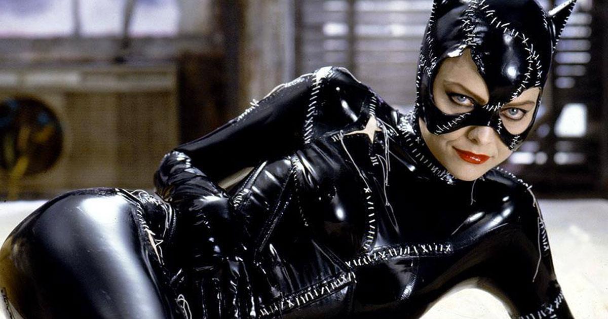 Michelle Pfeiffer ritrova la frusta di Catwoman e sa ancora come usarla