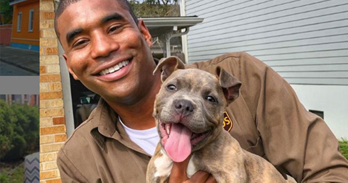 Un fattorino sta spopolando sui social grazie ai selfie con i cani