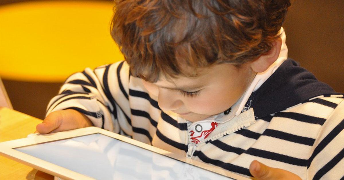 Il figlio di 3 anni sbaglia la password dell'iPad troppe volte: il risultato è disastroso