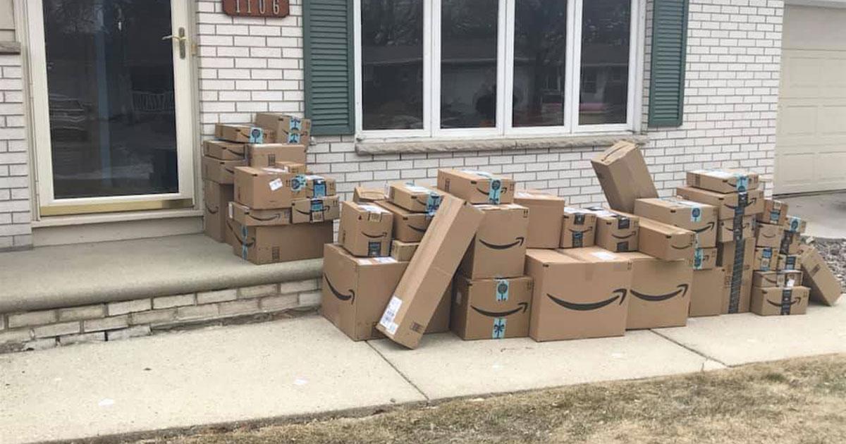 La via è piena di pacchi Amazon: ecco come realizzare lo scherzo perfetto