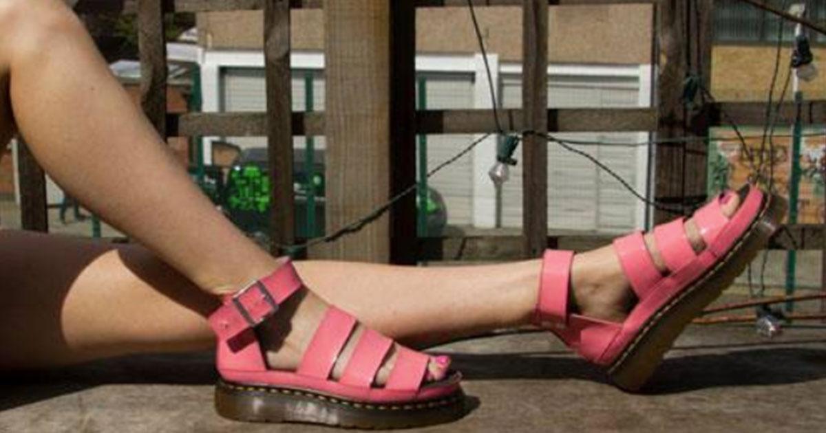 firma sandalias el y presenta nueva colección verano la DrMartens de VzpqSUGM