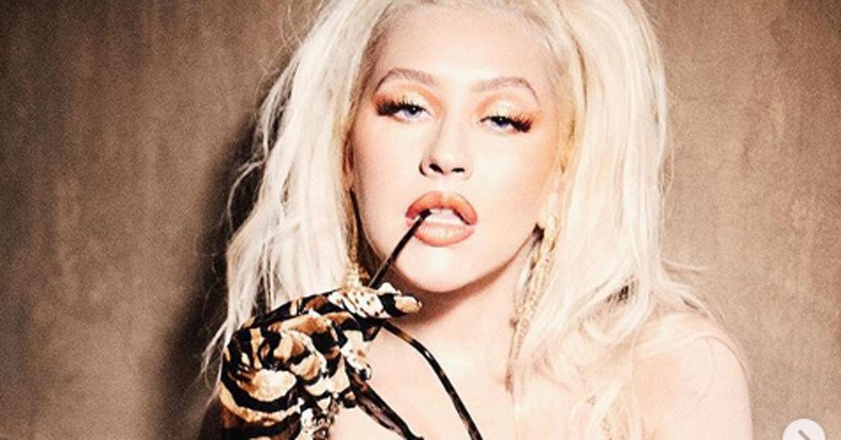 Christina Aguilera: le foto in topless conquistano i fan