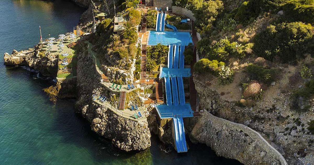 In Sicilia c'è un hotel con gli scivoli che scendono a picco sul mare