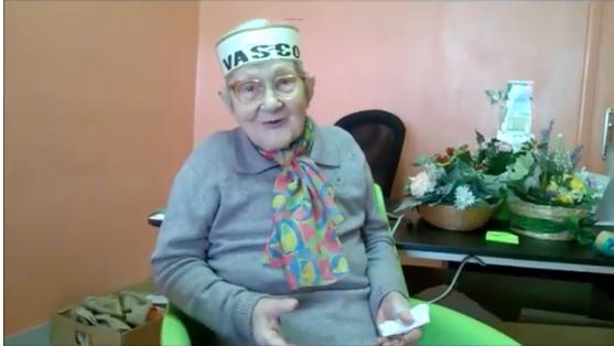 Vasco: la fan di 97 anni fa gli auguri per il tour, lui la invita al concerto