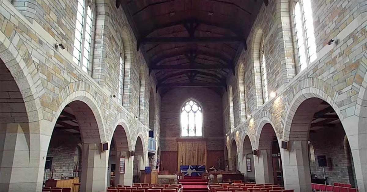 Suona la colonna sonora di Interstellar dentro ad una chiesa: l'interpretazione è da brividi