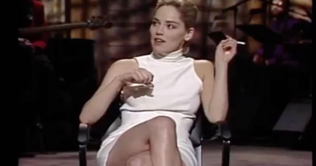 Sharon Stone posa come in Basic Instinct, 27 anni dopo
