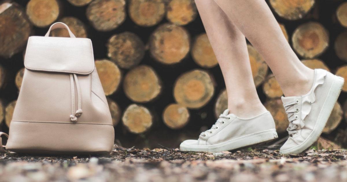 Primavera/Estate 2019: vanno di moda gli abiti con le sneakers bianche