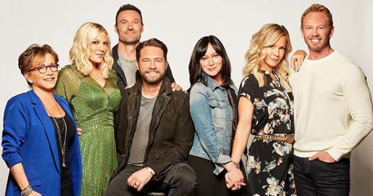 Beverly Hills 90210: il cast si diverte cantando la sigla della serie