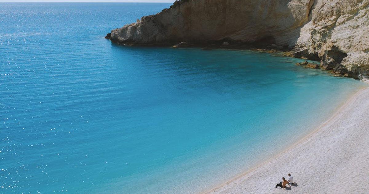 L'isola greca continua la ricerca, tutti i dettagli e la prima famiglia trasferita