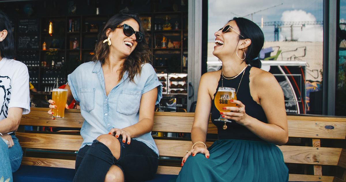 Uscire con le amiche fa benissimo alla salute, lo dice la scienza