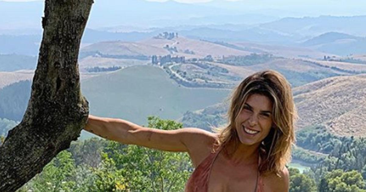 Elisabetta Canalis splendida in bikini, conquista anche Gianni Morandi