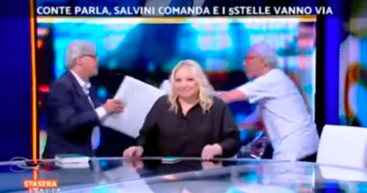 Rissa tra Sgarbi e Mughini: in studio dopo gli insulti, volano le sedie