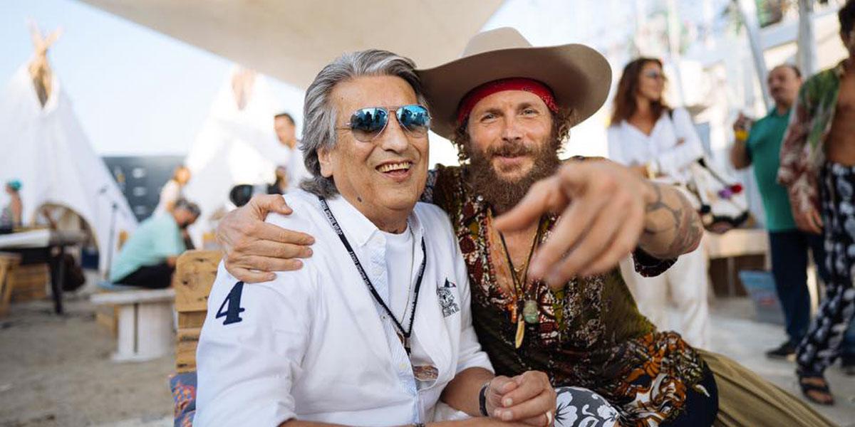 """Jova Beach Party: Jovanotti e Toto Cutugno cantano insieme """"L'italiano"""""""