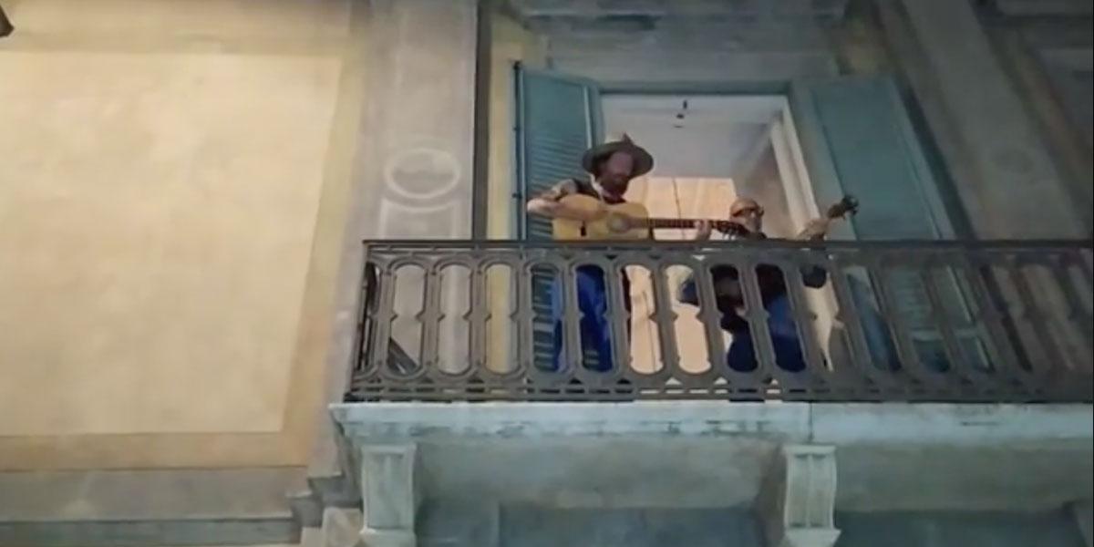 """Jovanotti canta """"Serenata Rap"""" insieme ai fan appostati sotto il suo balcone"""