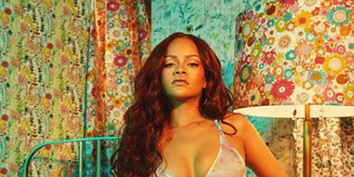 Rihanna: le nuove foto in lingerie scatenano i fan