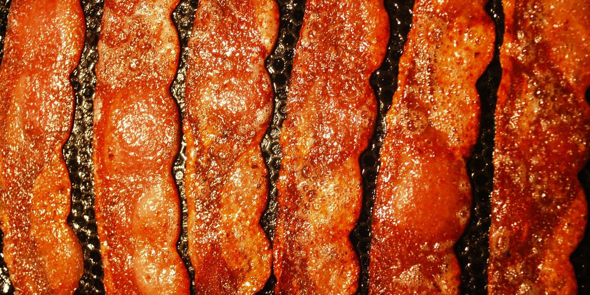 Il lavoro dei sogni: 1000 dollari al giorno per fare l'assaggiatore di bacon