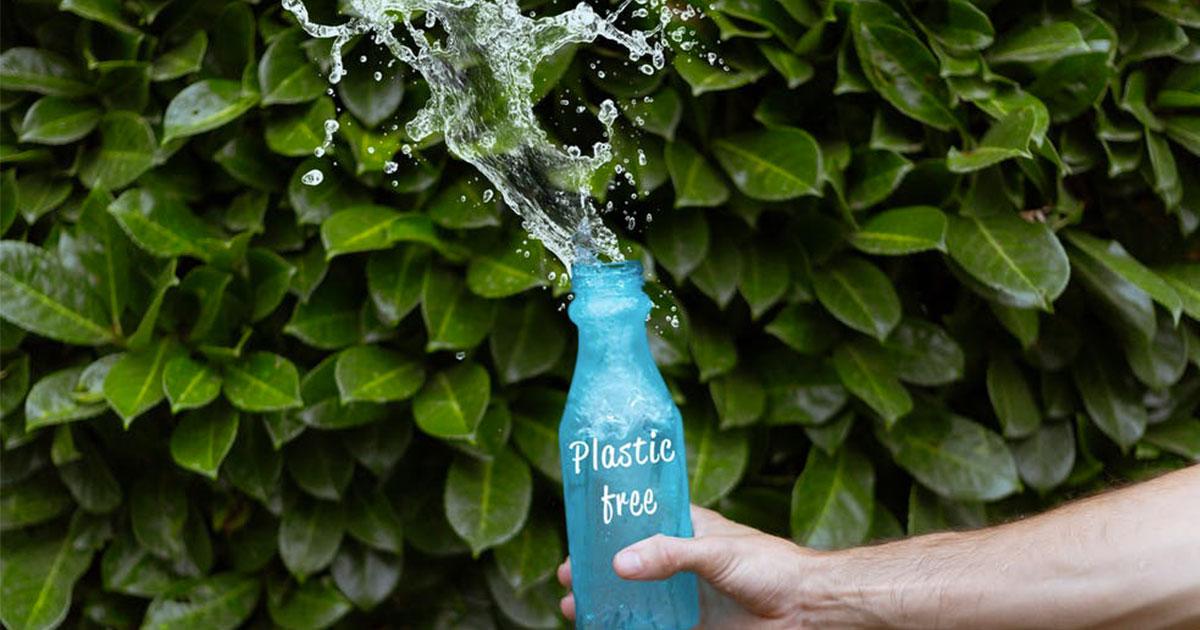 Lavare la borraccia solo con acqua non basta, ecco cosa fare