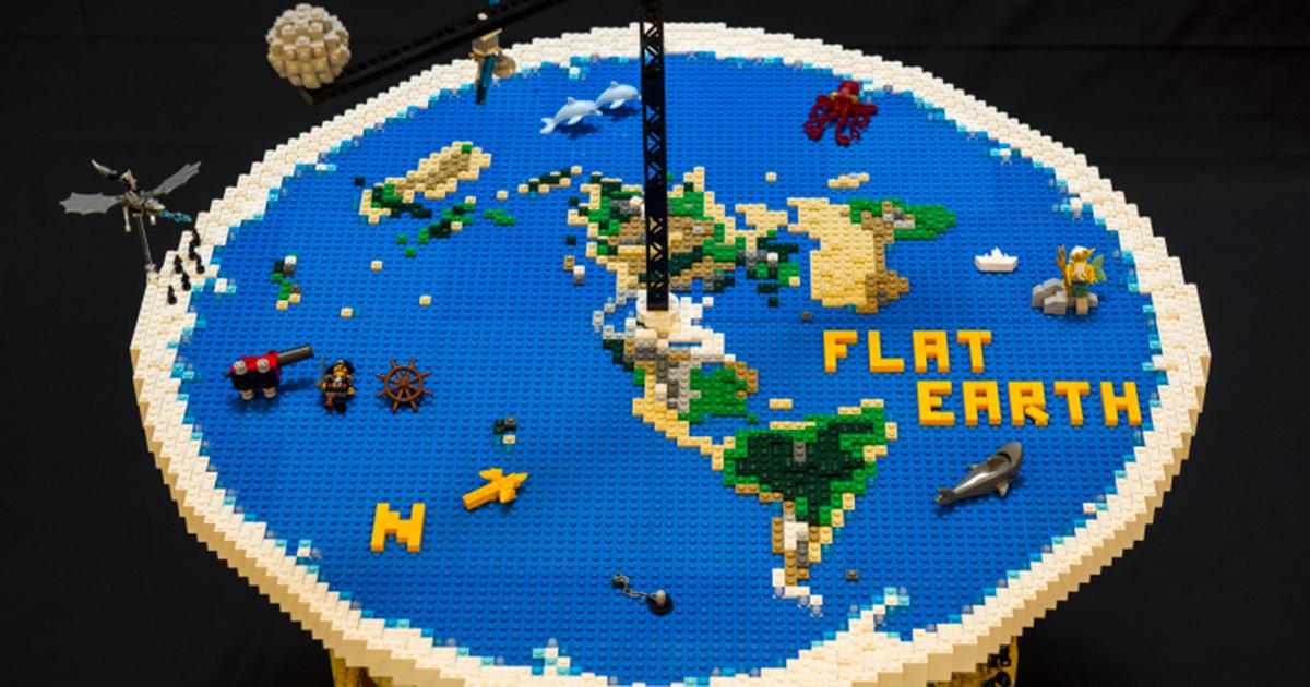 Il terrapiattismo spiegato con i Lego: l'opera è geniale!
