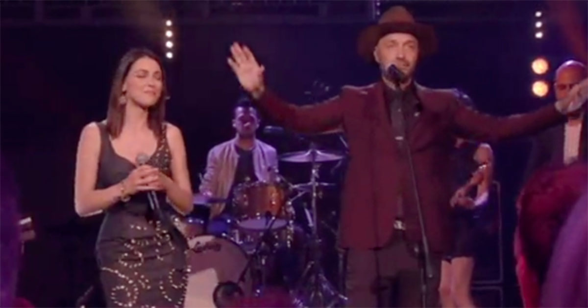 Joe Bastianich e Simona Molinari cantano 'Cheek to cheek'