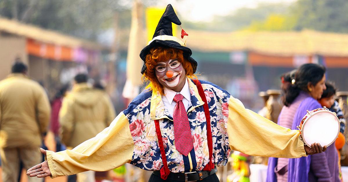 Viene licenziato ma lui porta un clown a lavoro