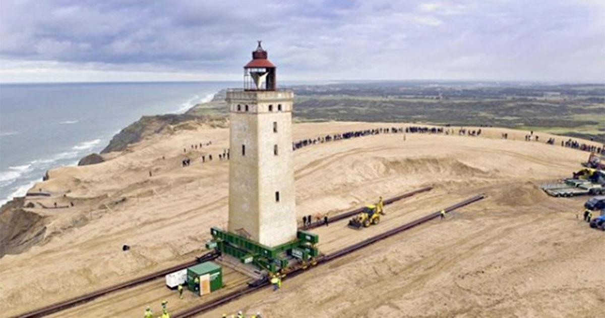 Danimarca: il faro minacciato dall'erosione viene salvato in un modo incredibile!