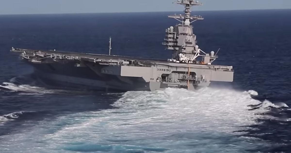 Una gigantesca portaerei naviga come un motoscafo: la virata è spettacolare