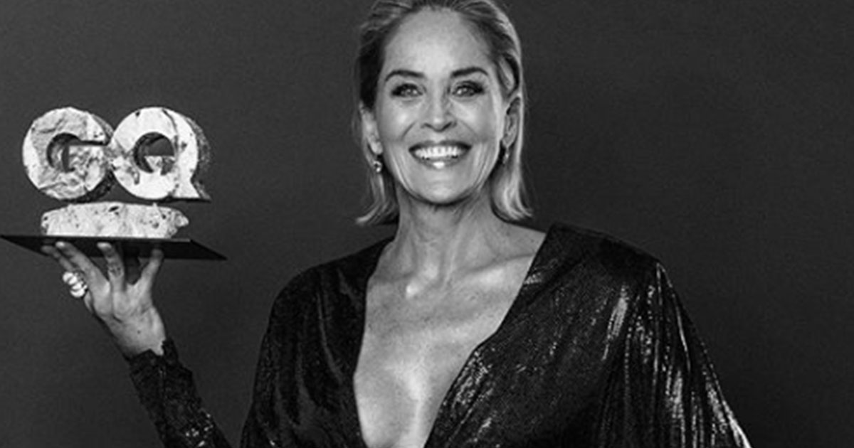 Sharon Stone reinterpreta la scena cult di Basic Instinct stupendo tutti al GQ Men of The Year Awards