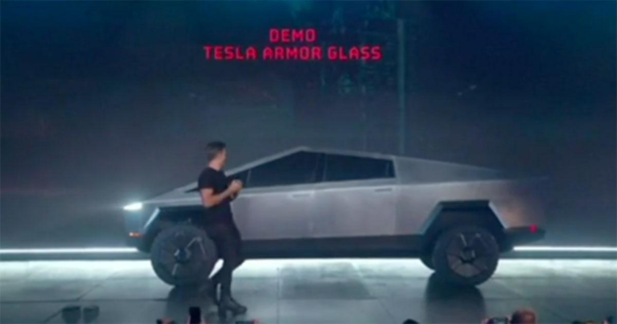Tesla svela il 'pick-up indistruttibile': ma i vetri si frantumano alla presentazione