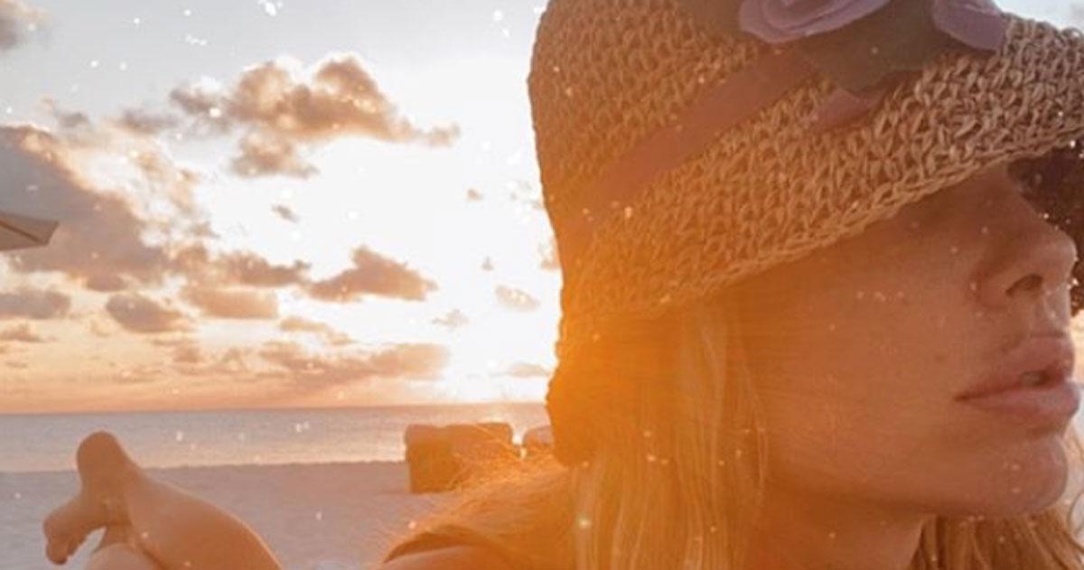 Ilary Blasi più sensuale che mai: la foto al tramonto fa innamorare i fan