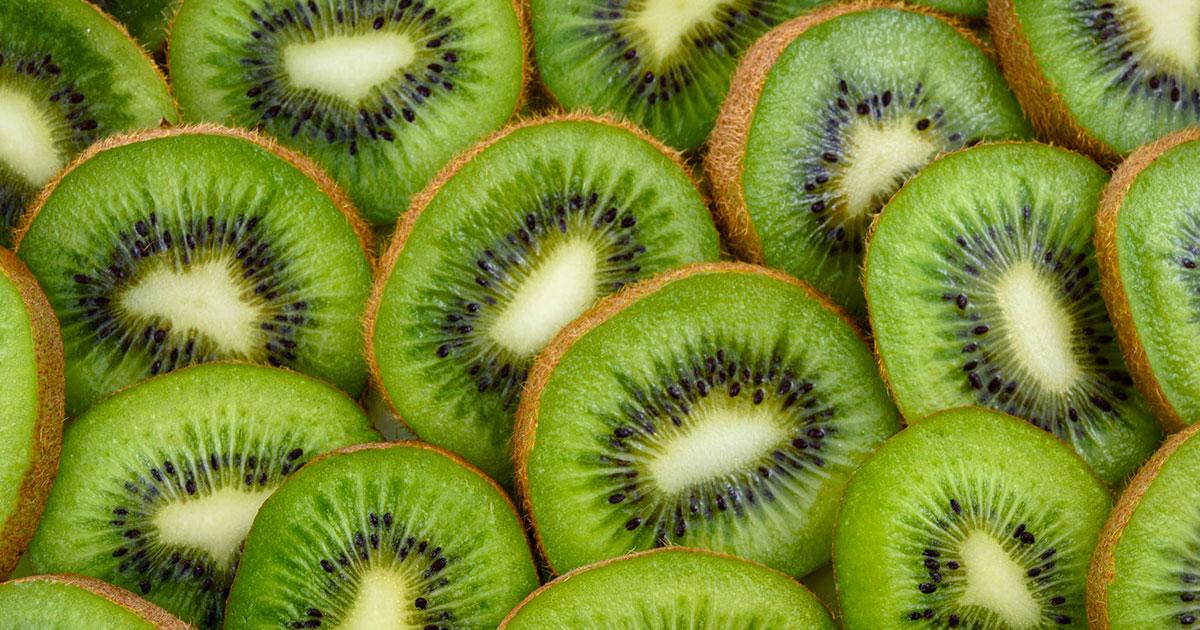 Tutte le proprietà del Kiwi: perché fa bene soprattutto dopo i 40 anni