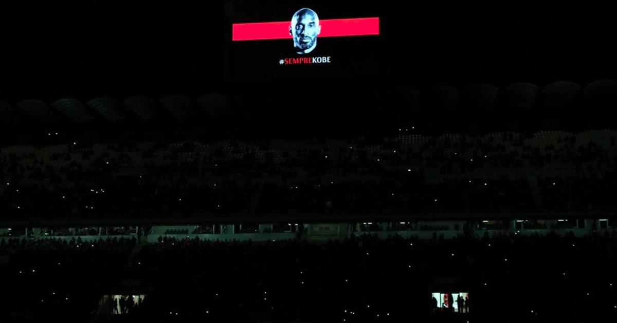 Omaggio da brividi per Kobe Bryant: luci spente, i Queen e il lungo applauso di San Siro