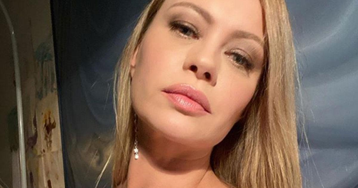 Anna Falchi in topless con la sciarpa della Lazio: la foto è bollente