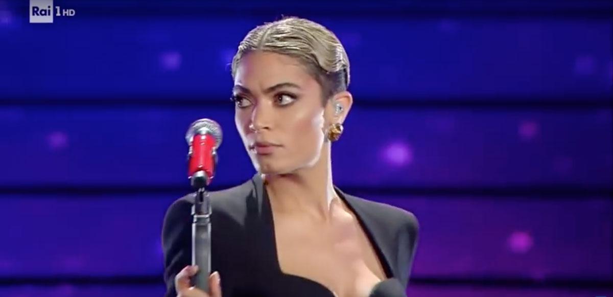 Sanremo 2020: l'abito di Elodie lascia tutti senza parole
