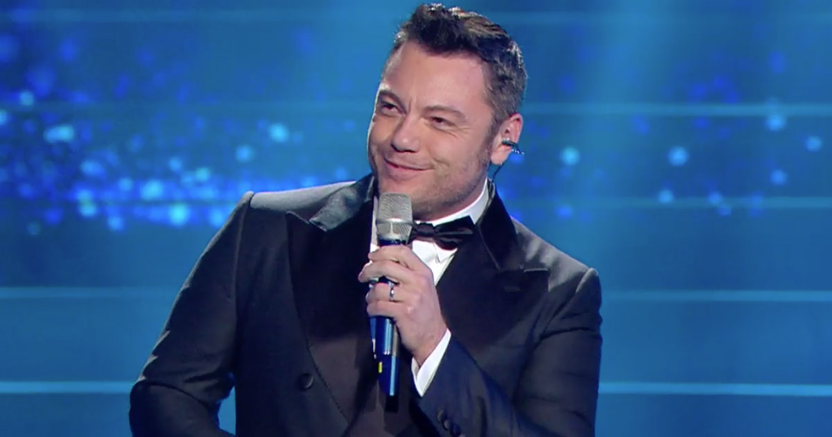 """Sanremo 2020: Tiziano Ferro interpreta """"Volare' di Modugno in modo spettacolare"""
