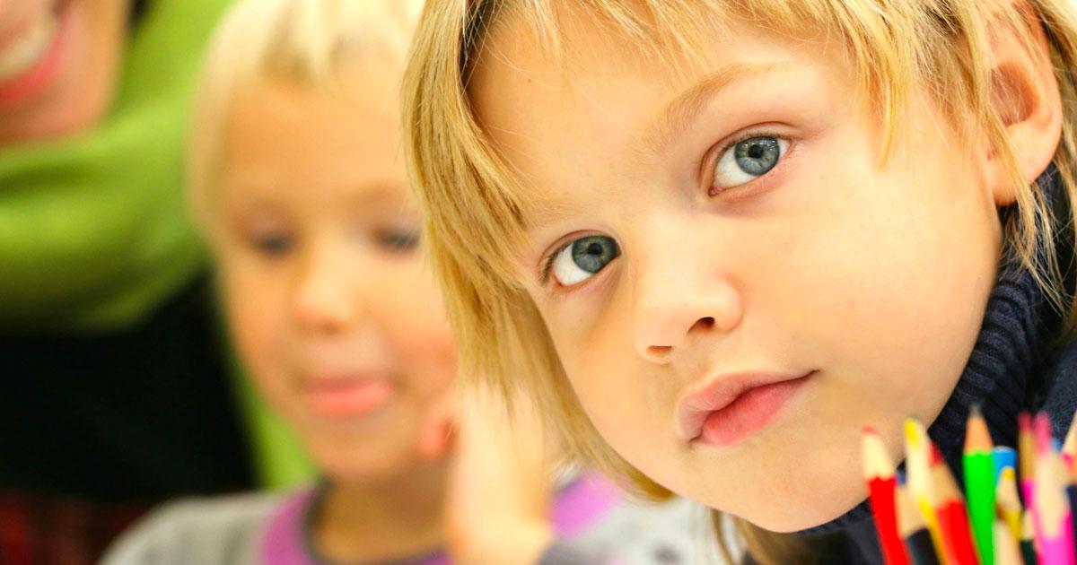 Riapertura delle scuole: arrivano i braccialetti luminosi per far rispettare le distanze ai bambini