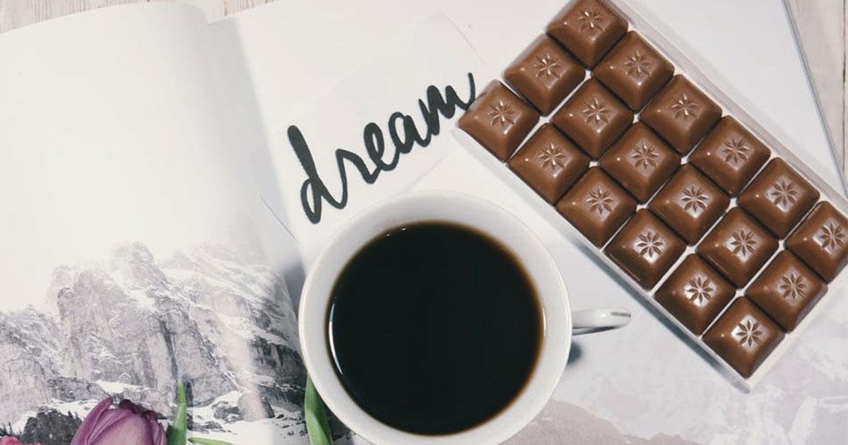 Ecco perché non si dovrebbe masticare il cioccolato