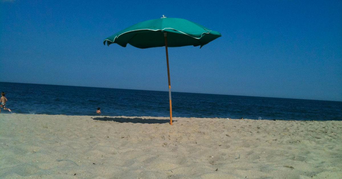 Dai termoscanner alla distanza degli ombrelloni: ecco come saranno le spiagge quest'estate