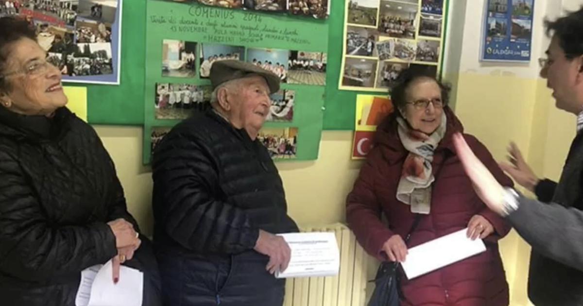 Tre anziani superano l'esame di terza media. Un esempio per tutti noi