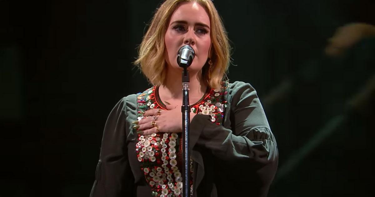 Adele è in forma smagliante e indossa un vestito di quattro anni fa: ecco la foto