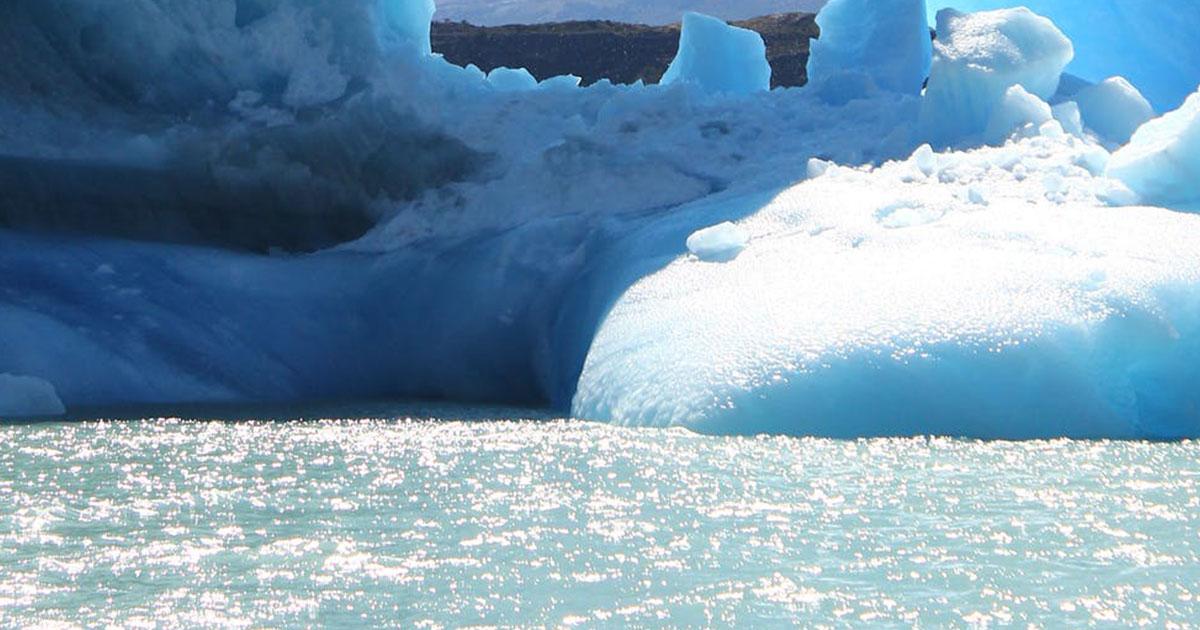 Alaska, il ghiacciaio si sgretola in diretta: le incredibili immagini
