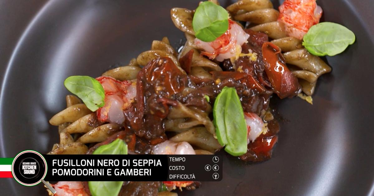 Fusilloni nero di seppia, pomodorini e gamberi - Alessandro Borghese Kitchen Sound - TÊTE-À-TÊTE