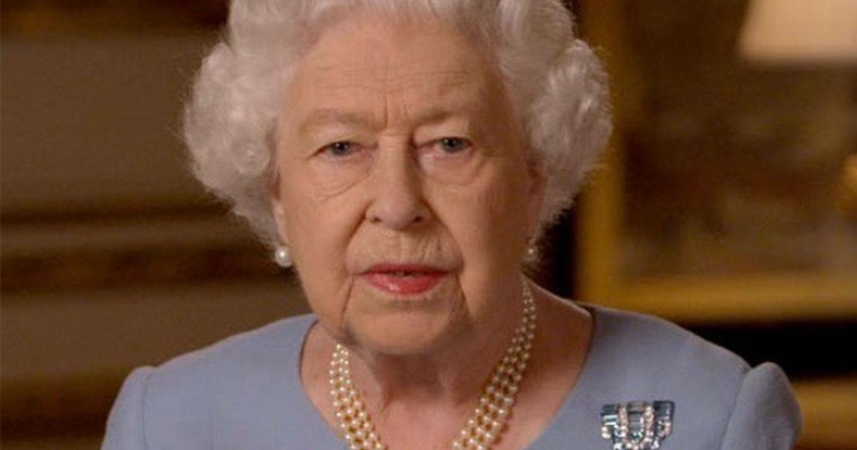 La Regina Elisabetta II: ecco la sua prima videochiamata su 'Zoom'