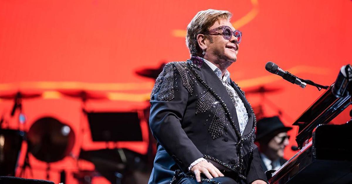 Elton John corre in aiuto della sua ex fidanzata di 50 anni fa
