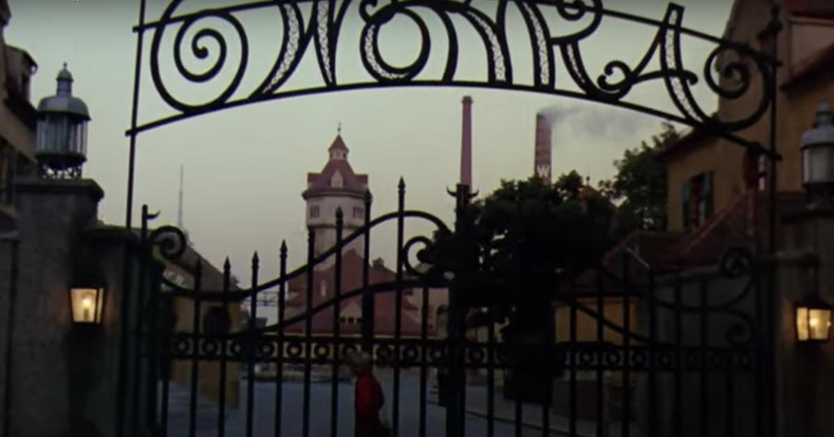 Stanze segrete e montagne russe nella fabbrica olandese stile Willy Wonka