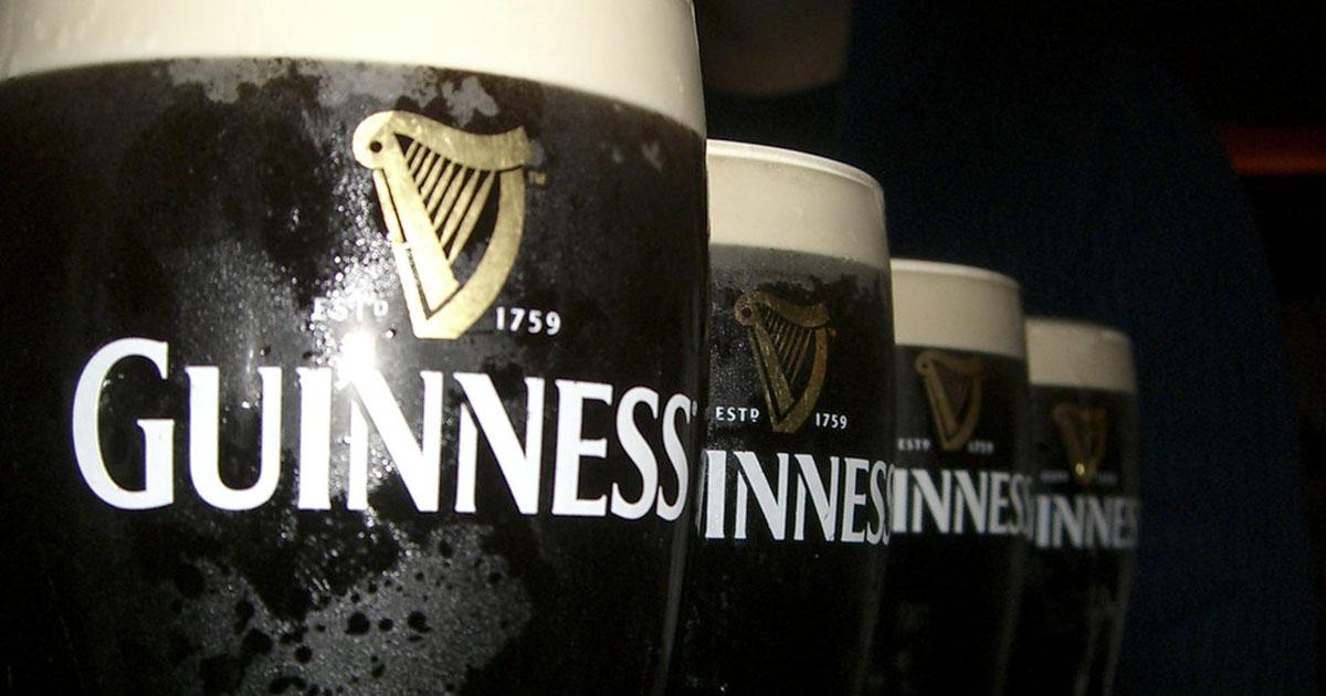 Irlanda: riaprono i pub ed un uomo consuma 42 birre in un'ora e mezza