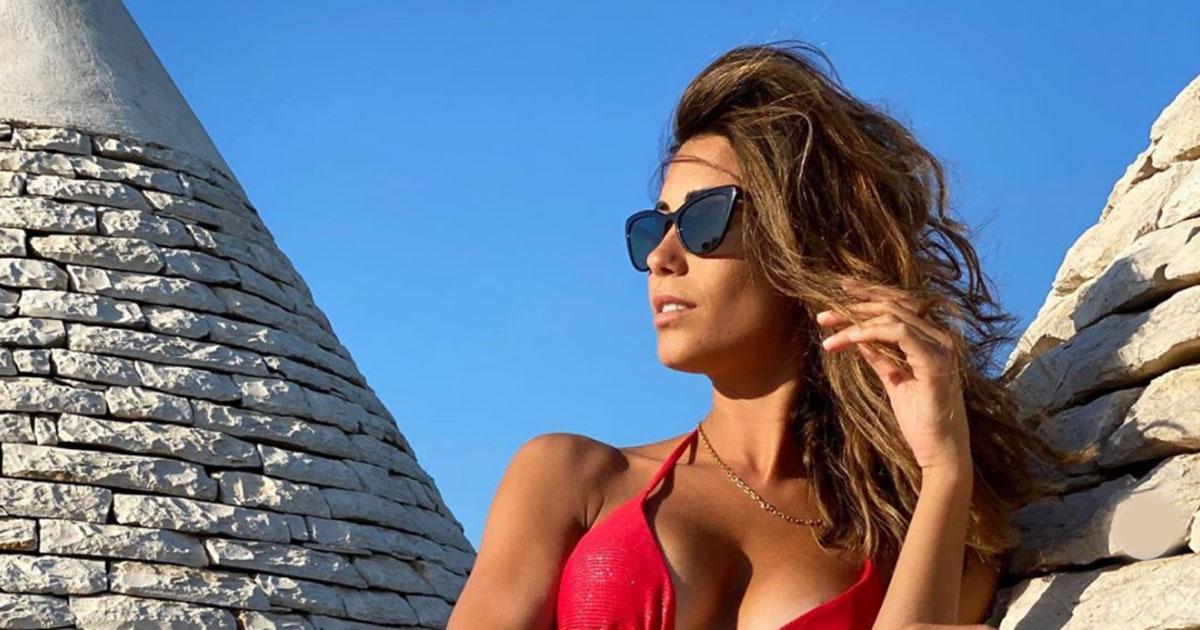 Federica Nargi è più bella che mai: bikini rosso e fisico perfetto
